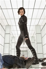 Milla Jovovich in Resident Evil: Retribution iPhone Hintergrundbilder